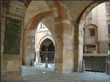 Sussurri e bisbigli nella loggia di Piazza dei Mercanti